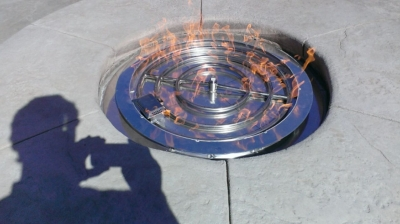 Electronic ignition fireglass fire pit